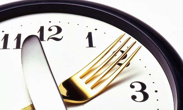 Ăn không đúng giờ.